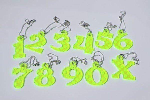 画像1: 蛍光グリーンドット【ヘッドカバーのウッドやUTの番号札に】アクリル製 ナンバーチャーム 艶あり 光沢 サイズ:40mm (1)